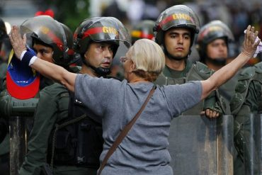 """¡DEMASIADO FUERTE! """"Dispárame porque tengo hambre"""" le dijo un manifestante a piquete de GNB en Táchira (+Video)"""