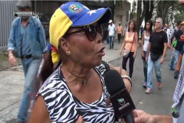 ¡SIN MIEDO Y POR VENEZUELA! Esta señora marchó con los estudiantes (+Video)