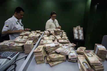 ¡INCREÍBLE! Las montañas del billete de Bs. 100 que recibieron en los bancos este martes (+Fotos)