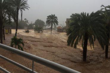 ¡LA COSA ESTÁ FEA! Torrenciales aguaceros causan estragos en playa Guacuco de Margarita (+Fotos)