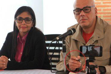¡TAN SOCIALISTA ÉL! Jorge Rodríguez firma sus cheques con una pluma fuente de 335 mil bolos (a dólar Simadi) (+Fotos)