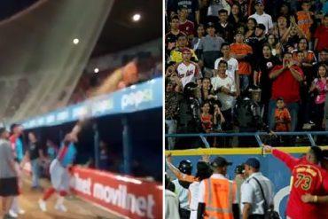 ¡BOCHORNO! Suspenden juego Águilas-Cardenales por incidentes violentos: jugadores lanzaron arena a fanáticos (+Videos)