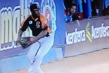 ¡SALVAJADA! A José Pirela lo agredieron con hielo en plena jugada durante la final (+Video)