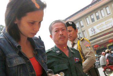 ¡TODA UNA JOYITA!  Chavista que recibió apartamento de la GMVV se fue a vender coca a Camboya