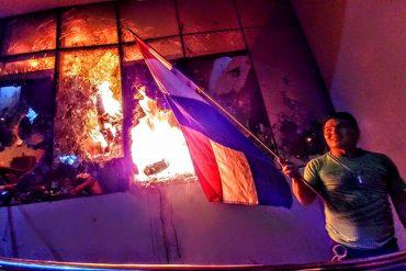 ¡NO COMEN CUENTO! Aprueban reelección presidencial en Paraguay: El pueblo enfurecido quemó el Congreso (Fotos + Video)