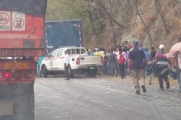 ¿HAMBRE O VANDALISMO? Saquearon un camión de cerveza en la ARC a la altura de Tejerías (+Fotos)