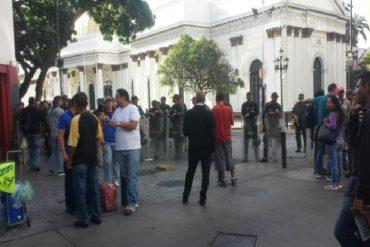 ¡ATENCIÓN! Funcionarios de la GNB tomaron las entradas del Palacio Federal Legislativo este #5Abr
