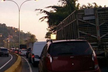 ¡ATENCIÓN! Restringen accesos a Caracas por Autopista Regional del Centro este #26A (demás vías están libres)