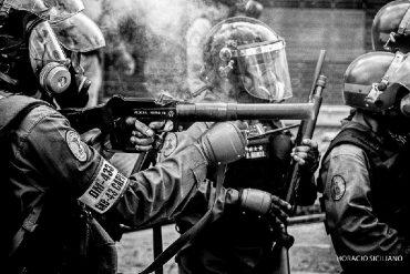 ¡VÉALO! Nuevo video evidencia que la PNB y GNB lanzan lacrimógenas contra manifestantes de manera letal