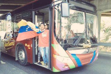 ¡COSTUMBRE ROJITA! Marcha chavista comienza con autobuses llenos de funcionarios públicos