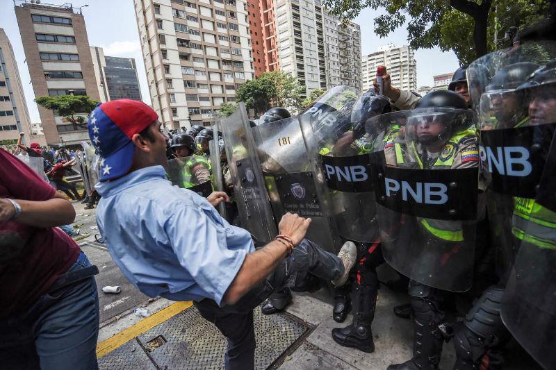 Protestas-Av-Libertador-represion-manifestacion-PNB-GNB-oposicion-4-de-abril-08