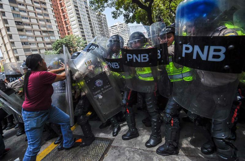 Protestas-Av-Libertador-represion-manifestacion-PNB-GNB-oposicion-4-de-abril-09