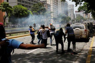¡ENTÉRATE! Manifestantes asfixiados se están resguardando en residencias cercanas a la Av. Libertador