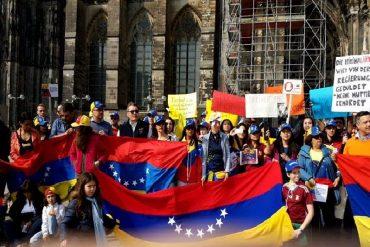 ¡LEJOS PERO NO AUSENTES! Venezolanos en el exterior se sumaron a protesta contra el golpe a la AN (+Fotos)