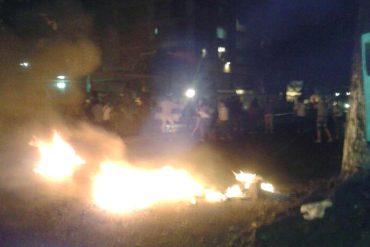 ¡LO ÚLTIMO! En Puente Hierro y Roca Tarpeya también bajaron a protestar: La PNB lanza bombas a las casas (+Video)