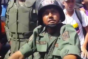 ¡APRENDAN! El GNB que se sentó a hablar con manifestantes y les dejó protestar sin represión (+Video)