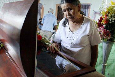 ¡QUÉ MISERABLES! Cicpc se lleva a padres de Paola Ramírez del funeral para interrogarlos