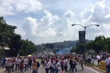 ¡ÚLTIMO MOMENTO! Comienza la represión de la GNB contra el plantón a la altura de El Rosal (+Videos)