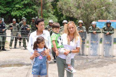 ¡CRUELES! Mantienen aislado a Leopoldo López en su cumpleaños: Un piquete de la GNB recibió a su familia (Videos)