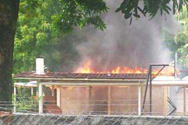 ¡SEPA! Quemaron supuesta casa natal de Hugo Chávez en Barinas (+Fotos)