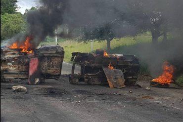 ¡ÚLTIMA HORA! Con barricadas cierran la autopista San Cristóbal – La Fría este #16M