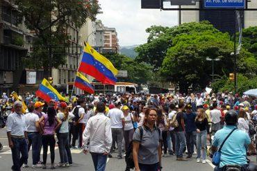 ¡VENEZUELA EN RESISTENCIA! Ciudadanos empiezan a marchar hasta el despacho de Elías Jaua este #8M