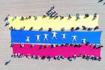 ¡QUE LO SEPA EL MUNDO! En Chicago los venezolanos también apoyan la libertad de expresión (Video y Fotos)
