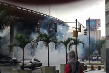 ¡GRAVE! Reprimen con lacrimógenas trancazo en Los Ilustres y El Recreo este #28Jun (Videos)
