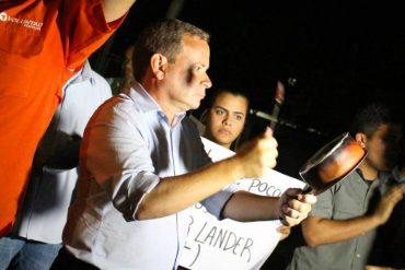 ¡CACEROLAZO SORPRESA! Sonaron las ollas contra Arias Cardenas frente a su residencial oficial (+Video)