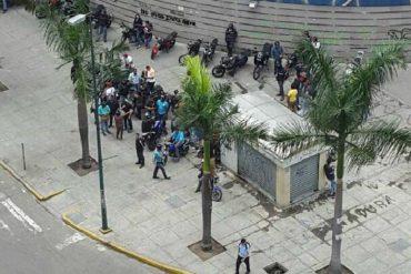 ¡ÚLTIMA HORA! Colectivos irrumpen en las Residencias Parque Caracas #12Jun