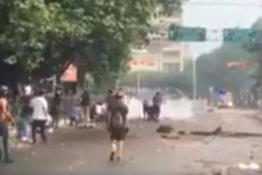 ¡LO ÚLTIMO! Siguen los enfrentamientos en la Av. Las Delicias de Maracay (+Video)