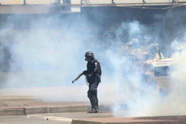 ¡QUÉ HORROR! Así sacan a manifestantes afectados tras brutal arremetida de la GNB en La Carlota (+Fotos)