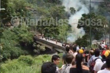 ¡ATENCIÓN! Reprimieron a estudiantes de la Unimet en el distribuidor Metropolitano: reportaron 12 heridos (+Fotos +Videos)