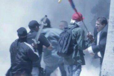 ¡TE LO MOSTRAMOS! Con estos tubos se metieron los colectivos a la AN y atacaron salvajemente a diputados