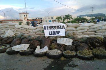¡UNA MURALLA! La enorme barricada que armaron este #18Jul en Barquisimeto (+Foto)