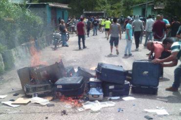 ¡NO COMEN CUENTO! Sometieron al Plan República y quemaron máquinas electorales en Pregonero, estado Táchira
