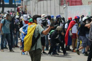 ¡URGENTE! Colectivos dispararon contra barricada e hirieron de gravedad a un manifestante en Puerto Ordaz