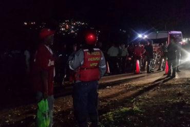 ¡FATAL! Reportan un muerto y 17 lesionados tras choque entre gandola y buseta en la autopista GMA