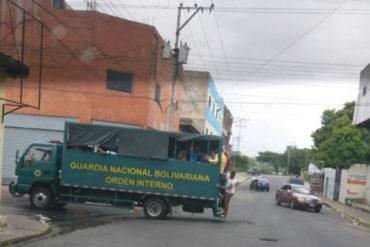 ¡MÍRALO! Denuncian que GNB usó sus camiones para cargar civiles y llenar acto de Diosdado en San Félix (+Fotos)
