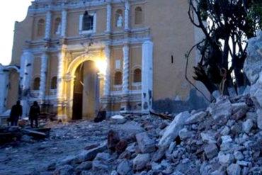 ¡IMPACTANTE! Iglesia se derrumba en pleno bautizo y deja 11 muertos en Puebla (+Fotos +Videos)