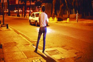¡SEPA! Se acentúa la prostitución masculina en Venezuela: Hombres cumplen fantasías a Bs. 100 mil por hora