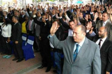 ¡SÉPALO! Cinco magistrados venezolanos asilados dejan la embajada de Chile en Caracas