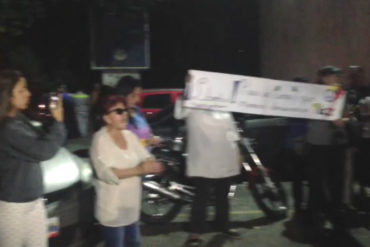 ¡MUCHA INDIGNACIÓN! Protestan en alrededores de la morgue para exigir cadáver de Óscar Pérez