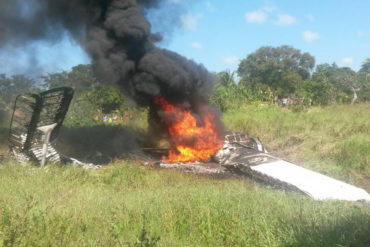 ¡SE SALVARON DE BROMITA! Dos heridos al precipitarse una avioneta en Bolívar