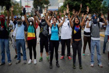 ¡ENTÉRESE! Este #12Feb marcharon en honor a los caídos hasta el Cementerio del Este