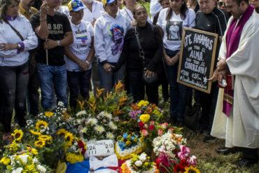 ¡SIN PALABRAS! Tras persecución política el cura que enterró a Heyker Vásquez y a Óscar Pérez tuvo que huir a EE.UU.