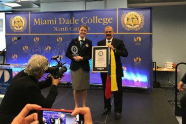 ¡BUENA NOTICIA! Magistrado Alejandro Rebolledo recibió certificado Guinness por clase ininterrumpida de más de 24 horas (+Fotos)