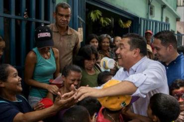 """¡AH OK! Bertucci durante entrega de sopas comunitaria: """"Soy el candidato que huele a humo, leña, sopa y calle"""""""