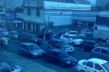 """¡FUERTE! El llamado de una tachirense que lleva más de 24 horas en cola por falta de gasolina: """"No se hagan la vista gorda"""" (+Video)"""
