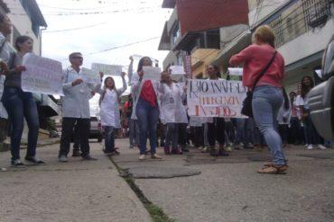¡HARTOS DE LA CRISIS! Estudiantes de farmacia y bioanálisis protestan este #20Abr en Mérida por escasez de insumos (+Fotos)
